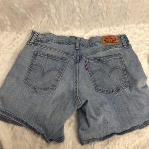 Levi's Shorts - Levi's womens light wash denim stretch shorts 30